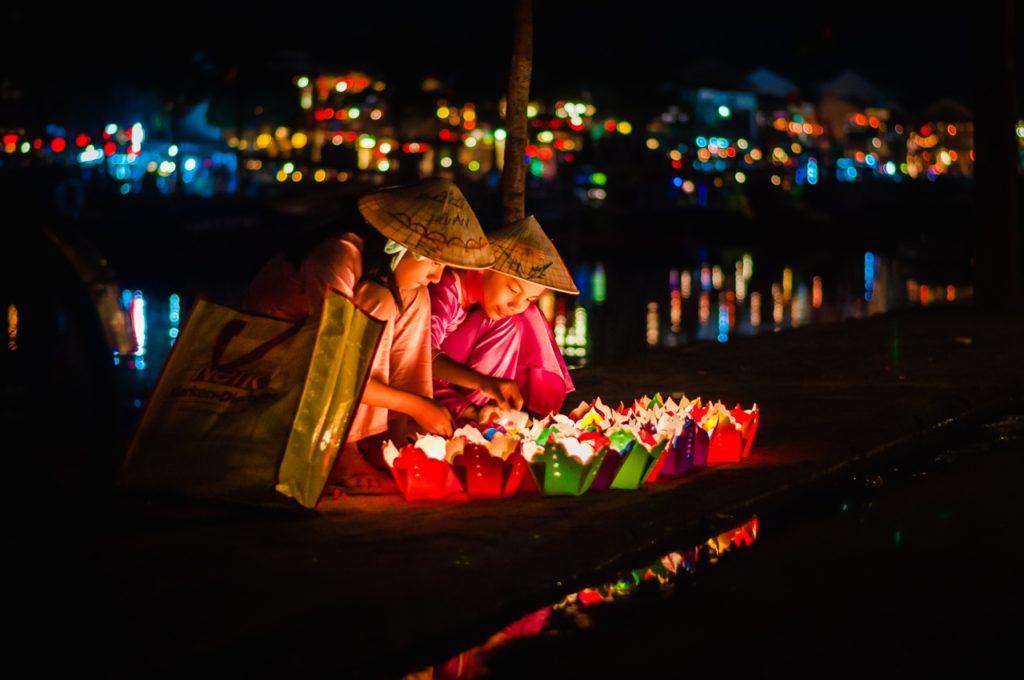 Drop flower lights on Hoai River